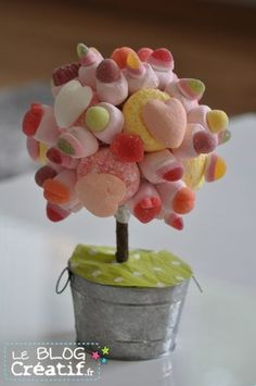 A sweet little candy tree fits in every home! Chocolates, Market Day Ideas, Just Like Candy, Bar A Bonbon, Candy Cakes, Wedding Candy, Candy Party, Candy Buffet, Deco Buffet