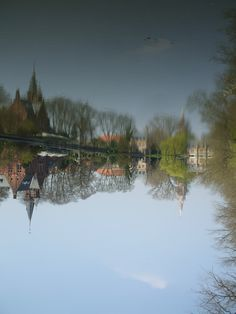 Upside-down, water over air, Brugge, Belgique #placesilove #belgium
