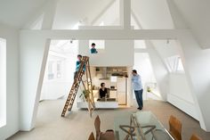 Architects Akira Mada and Maya Mada of MAMM Design took on a project in 2013 to renovate a duplex unit in an building in Amsterdam. To meet the requirements of the family of four living in the house, who wanted to maximize their living. Architecture Renovation, Architecture Design, Luxury Homes, Mos Architects, Amsterdam Apartment, Espace Design, Apartment Renovation, Luxury Home Decor, House Architecture