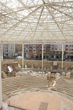 Roman theatre remains, Zaragoza, Spain. Ruinas del teatro romano, Zaragoza, España.