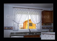 Visillo de cocina instaladas en un conjunto mixto Madera/Acero. Confección manual en tablas y respetando los motivos.