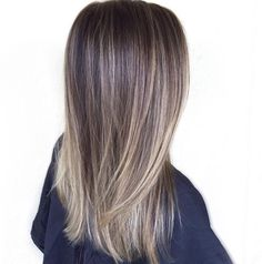 The ombre hair trend has been seducing for some seasons now. More discreet than tie and dye, less classic than sweeping, this new technique of hair. Brown Blonde Hair, Brunette Hair, Brunette Highlights, Medium Blonde, Ombre Hair, Balayage Hair, Bayalage, Hair Color And Cut, Pinterest Hair