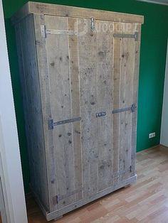 Steigerhouten kledingkast robuust met scharnieren maatwerk