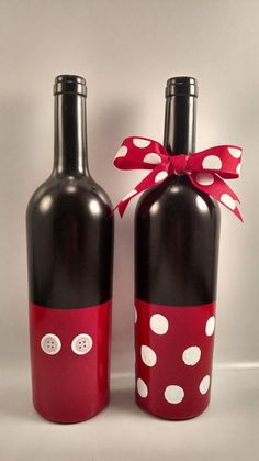 Hunting for wine bottle crafts? this round right up has you covered from DIY sp bottle crafts halloween Hunting for wine bottle crafts? this round right up has you covered from DIY sp … - Crafts crafts liquor Liquor Bottle Crafts, Wine Bottle Glasses, Recycled Wine Bottles, Wine Bottle Art, Painted Wine Bottles, Diy Bottle, Painted Wine Glasses, Vodka Bottle, Decorative Wine Bottles
