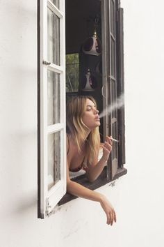 About Camille Rowe: Photo People Smoking, Smoking Ladies, Girl Smoking, Smoking Cigarettes Photography, Girls Smoking Cigarettes, Rauch Fotografie, Cigarette Aesthetic, Cigarette Girl, Smoking Kills