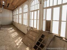 Kolmanskop: why to visit Namibia's ghost town - Roxanne Reid Ghost Towns, Fotografia