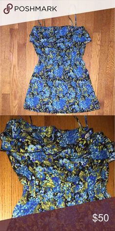 Floral Dress • Floral Sundress • synchs at the waist with elastic band • ruffle on top • straps come off can be worn strapless  • size S • bought at Nordstrom Mimi Chica Dresses Mini