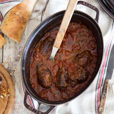 Bei italienischer Küche fallen dir nur Pizza und Pastaein? Zeit den kulinarischen Horizont zu erweitern mit zarten Rinderrouladen nach italienischer Art.