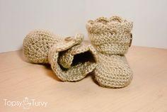 pattern  http://imtopsyturvy.com/crochet-wrap-button-baby-boots-girls-boys/?utm_source=feedburner_medium=email_campaign=Feed%3A+ImTopsyTurvy+%28I%27m+Topsy+Turvy%29
