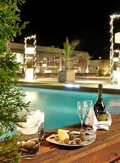 Εξωτερική Βραδινή άποψη από το Anais Club Club, Table Decorations, Places, Outdoor Decor, Furniture, Home Decor, Decoration Home, Room Decor, Home Furnishings