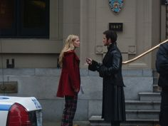 Jennifer Morrison & Colin O'Donoghue on the set of OUAT today, 11/18/13.  Notice the 'Police Dept City of New York' emblem in the background.  Ok, I understand that fashion in New York is pretty much 'anything goes', but I do think that Captain Hook would stand out just a bit dressed all in black leather, unless, maybe they are in the West Village...