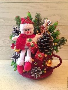 Holiday Ornaments, Christmas Wreaths, Christmas Decorations, Holiday Decor, Topiary, Snowman, Home Decor, Diy And Crafts, Feltro