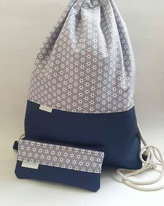 Oops, now I almost forgot my acces today .- Ups, jetzt hätte ich fast vergessen euch mein heutiges Accessoire zu zeigen pa… – Wiezu Oops, now I almost forgot to show you my today& accessory pa … – you have - Sacs Tote Bags, Sewing Labels, Mode Blog, Denim Crafts, String Bag, Patchwork Bags, Denim Bag, Fabric Bags, Brown Bags