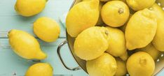 The health benefits of lemons can't be overstated. This powerful little fruit does many good things for your life, your looks and your health. Start with the smell. There's a reason the scent of lemons makes Home Remedies, Natural Remedies, Health And Beauty, Health And Wellness, Health Advice, Health Fitness, Freezing Lemons, Liver Detox