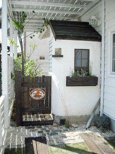 1階部分の駐車場・庭小屋・ガーデンドア・ビオトープ・植栽スペース