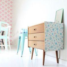 Customiser un meuble avec du papier peint