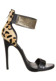 Diese hübsche High Heel Sandalette im auffallenden Leo-Look von Steve Madden bekommt ihr reduziert auf Fasha für 64,95€. Ein echter Hingucker oder nicht?