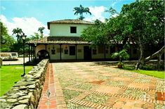Sidewalk, Mansions, House Styles, Collection, Home Decor, Colombia, Decoration Home, Manor Houses, Room Decor