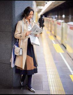 移動時間は情報収集休日の女子会ランチ前でも日経新聞を開いて仕事関係のニュースが入ってないかをチェック