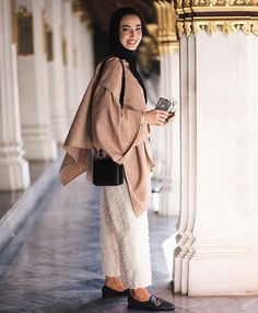 Hijab + White Pants + Oversized (leenalghouti) Modest Fashion Hijab, Hijab Chic, Muslim Fashion, Fashion Outfits, Stylish Hijab, Modern Hijab, Women's Fashion, Hijab Dress, Hijab Outfit