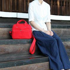 ミニボストン現在レッド生成りキャメルは在庫あります  ブラックは制作中です   受注制作品も一部定番商品に限ってJUTSUBIオンラインストアから注文ができるようになりましたので在庫切れの際は予約注文で受け付けております  - - - -    #jiyoh #jiyohbag #jutsubi #designstore #bags #kyoto #kyotojapan #handcrafted #handmade #handmadebag #craftsmanship #canvasbag #minibag #redbag #summerstyle #minimaldesign #kyototemple #ジヨウ #ジュツビ #京都 #帆布 #帆布バッグ #ミニボストン #ショルダーバッグ #ハンドメイド #クリマ #creema #minne Fashion, Moda, Fashion Styles, Fashion Illustrations
