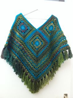 Poncho gehaakt met Lina in combi met Royal - Crocheting Journal