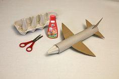 Flugzeug aus Küchenrolle, Eierkarton und Klopapier Rolle