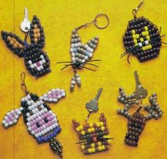 Pony beads keychains Pony Bead Projects, Pony Bead Crafts, Beaded Crafts, Beading Projects, Pony Bead Patterns, Loom Patterns, Beading Patterns, Pony Bead Animals, Beaded Animals