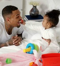 Chris Brown's Daughter Royalty Stars in 'Little More' Video! Chris Brown shares a super cute moment with his adorable daughter Royalty in the music video for his song Chris Brown Kids, Chris Brown Daughter, Chris Brown Style, Breezy Chris Brown, Chris Brown Outfits, Chris Brown And Royalty, Chris Brown Pictures, Daddy Daughter, Co Parenting