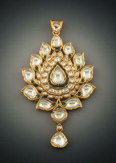 . Diamond Jewelry, Jewelery, Silver Jewelry, Bling Jewelry, Jewelry Accessories, Fashion Accessories, Pendant Set, Pendant Jewelry, India Jewelry