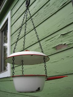 Actually think I could easily make this bird feeder with a couple of finds from any yard sale!