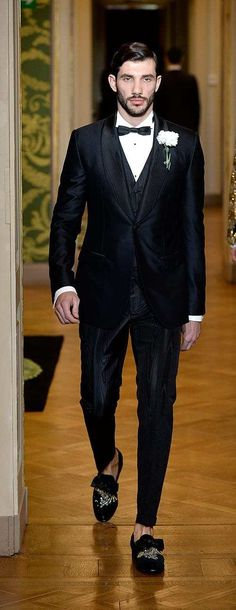 12 Rules That Will Clearly Guide You Through Your Tuxedo Decision Latest Mens Fashion, Mens Fashion Suits, Mens Suits, Suit Guide, Wearing A Tuxedo, Formal Suits, Tuxedo For Men, Casual Suit, Every Man