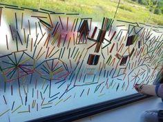 Raamkunst met luciferhoutjes en plakfolie  gekleurde luciferhoutjes te bestellen via www.toys42hands.nl Block Play, Window Art, Reggio Emilia, Sensory Play, Light Table, Childcare, Van Gogh, Activities For Kids, Shapes