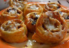 ΜΑΓΕΙΡΙΚΗ ΚΑΙ ΣΥΝΤΑΓΕΣ: Ρολλά σφολιάτας με γέμιση. Θεικά !!! Greek Recipes, Muffin, Food And Drink, Sweets, Cookies, Breakfast, Ethnic Recipes, Apple Pies, Memories