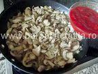 Tocăniţă de ciuperci cu pui | Rețete BărbatLaCratiță Grains, Rice, Seeds, Korn