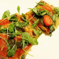 Edel's Mat & Vin : Pizza med parmaskinke, tomat og hjemmelaget basili...