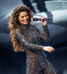 Shania performs in Vegas