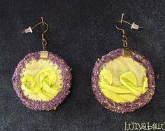 Boucles d'oreille rondes réversibles en tissu verte et violet. Made by Lunabellune