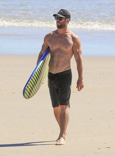 chris+hemsworth+shirtless+surf+2.png 1,185×1,600 pixels