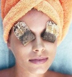 Ways to get Rid Of Brown Spots on Face Sun Spots On Skin, Black Spots On Face, Brown Spots On Hands, Dark Spots, Makeup Tricks, Tips And Tricks, Spots On Forehead, Sunspots On Face, Beauty Hacks That Actually Work