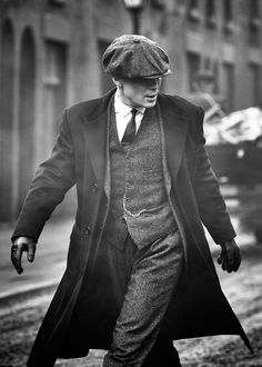 Cillian Murphy as Tommy Shelby in 'Peaky Blinders' Fashion 90s, Fashion Trends, Fashion Vintage, Fashion Clothes, Classy Mens Fashion, Trendy Fashion, 1920s Men's Fashion, Mens 20s Fashion, Mens Fashion Outfits