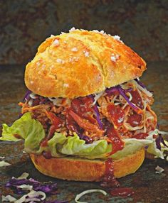 Pulled Pork Burger mit Krautsalat rot-weiss Pulled Pork Burger, Pulled Beef, Burger Press, Freezer Containers, Hamburger Patties, Grill Accessories, Bbq Grill, Ethnic Recipes, Food