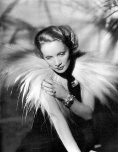 Marlene Dietrich, 1932 …