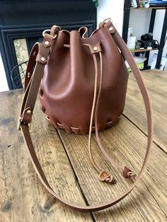 A DIY no sew leather bucket bag - Self Assembly Required Leather Bag Pattern, Sewing Leather, Leather Diy Crafts, Leather Bags Handmade, Leather Scraps, Diy Bags Purses, Mini Crossbody Bag, Bucket Bag, Craft Patterns