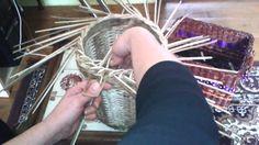 točená uzavírka na 2OR první verze Recyle, Newspaper Basket, Paper Weaving, Art N Craft, Old Paper, Basket Weaving, Diy For Kids, Paper Crafts, Tapestry