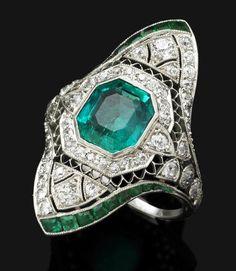 belle epoque emerald ring. Christie's worth $25,000
