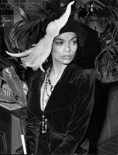 flare (Model Bianca Jagger)