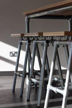 Desain set kursi dan meja unik dari pipa besi ~ Teknologi Konstruksi Arsitektur