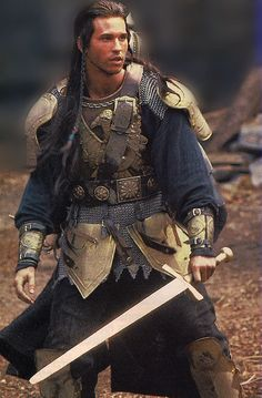 Val Kilmer as Madmartigan in Willow. He is the greatest swordsman who ever lived. Fantasy Armor, Medieval Fantasy, Movie Characters, Fantasy Characters, Moda Medieval, Val Kilmer, Fantasy Movies, Fantasy Costumes, Foto Art