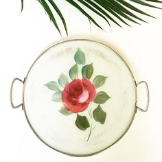 This round rose tray is what dreams are made of <3 Discover more fantastic vintage finds at whattheseoldthings.com and whattheseoldthings.etsy.com! #vintage #vintagestyle #vintagehomedecor #vintagedecor #homedecorinspo #designinspo #rose #flowers #tray #vintagetray